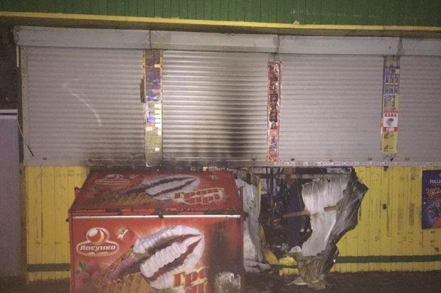 В Харькове сгорел торговый киоск