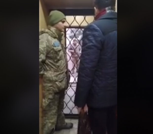 В Харькове парня из соседней области военные силой затолкали в машину и увезли в сборный пункт