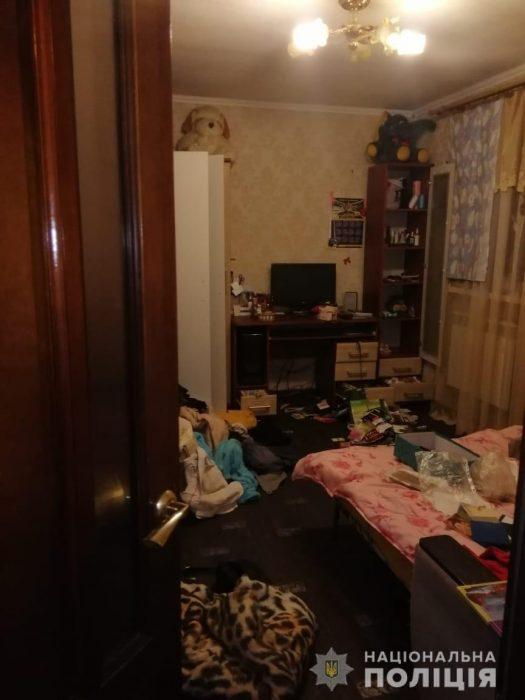 Под Харьковом двое ворвались в дом к студентке и ограбили ее