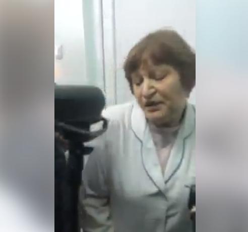 В Харькове активисты ударили медика по лицу