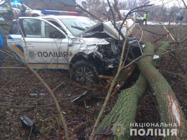 Под Харьковом в результате автокатастрофы с участием полицейских пострадало четыре человека