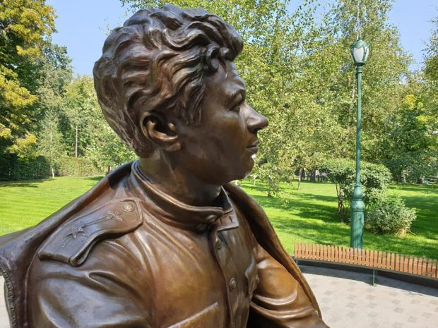 Памятник Леониду Быкову