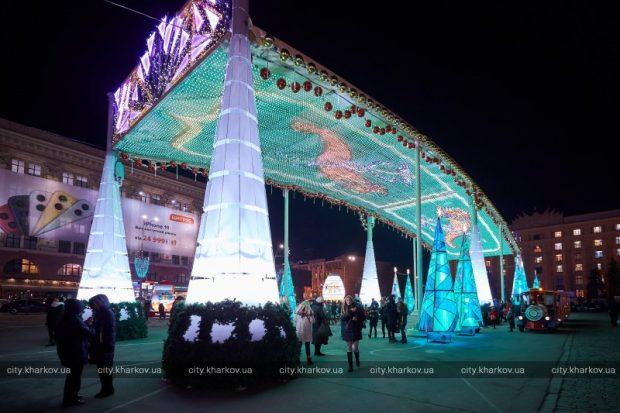 В Харькове открыли главную елку города и новогодний городок