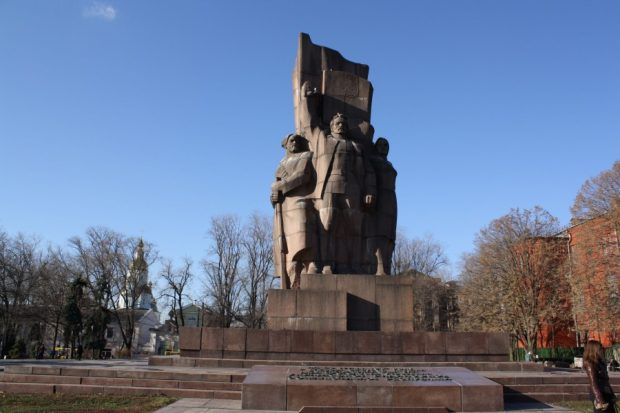 Монумент провозглашению Советской власти на Украине (площадь Конституции)