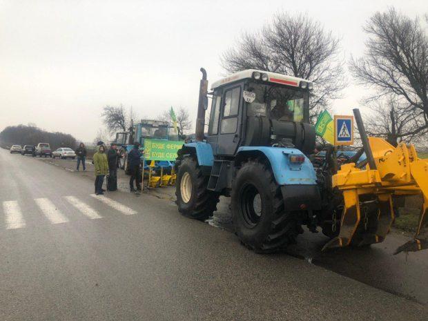 Националисты перекрыли трассу Харьков-Чугуев