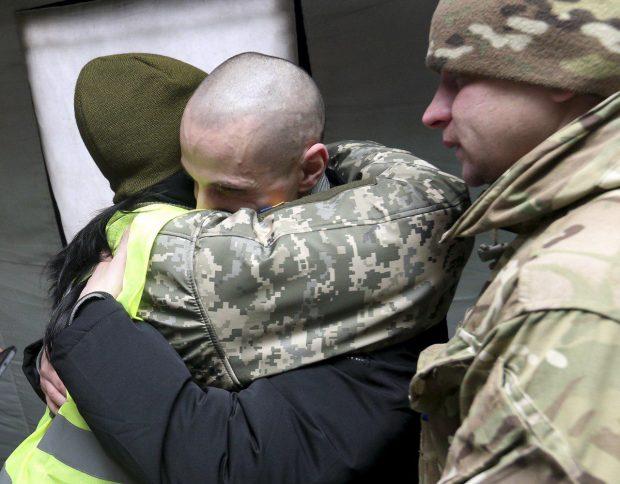 С плена боевиков вернулись домой 76 украинцев