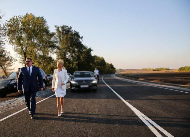 """На """"ликвидацию дефектов"""" Лозовской трассы, которую открывала Светличная, потратят еще 200 миллионов гривен"""