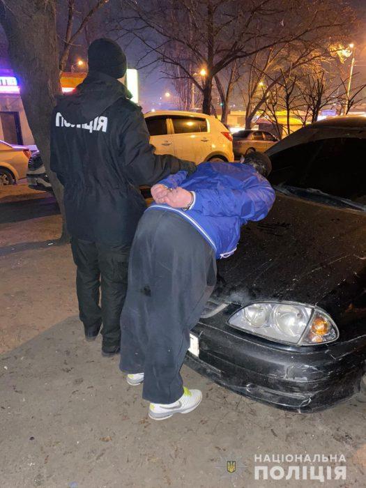 В центре Харькова иностранец ограбил харьковчанина