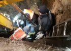 В Харькове коммунальщика засыпало землей