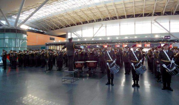 В Харькове выступил оркестр в память защитников Донецкого аэропорта (видео)