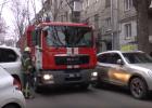 В Харькове пожарные показали, как им мешают неправильно припаркованные авто