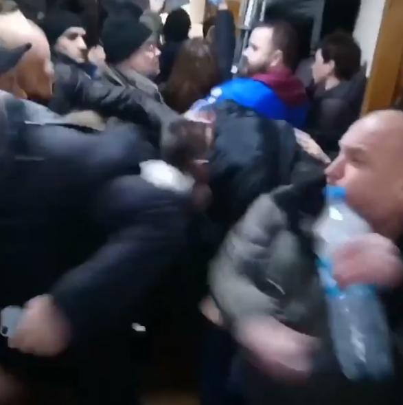 "На суде по ""черному"" лесорубу Сысе произошло две драки"
