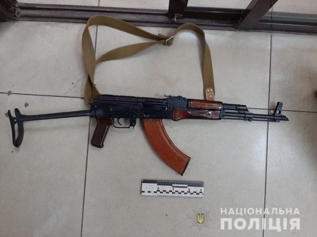 В Харькове мужчина хотел сдать автомат в ломбард