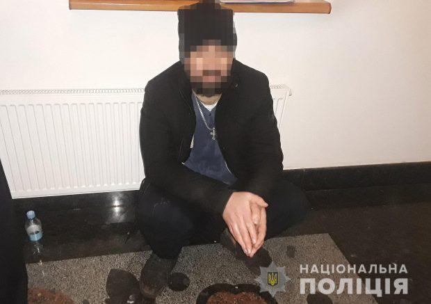 В октябре 2018 этот мужчина неподалеку таможенного поста «Гоптовка» угрожал взорвать себя в автомобиле такси.