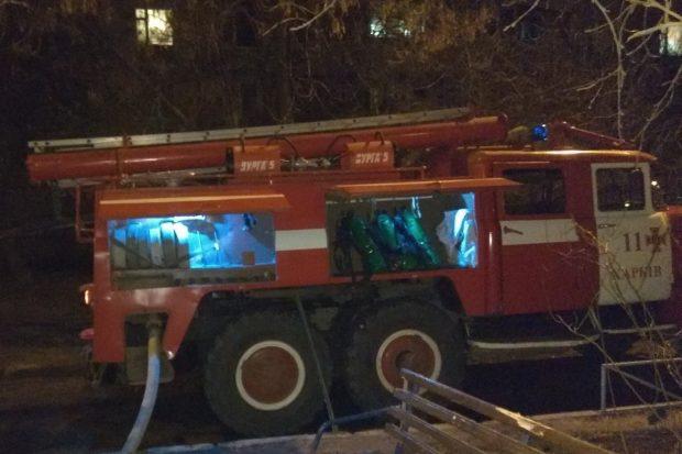 В Харькове во время пожара в пятиэтажке эвакуировали 10 человек и спасли от дыма пожилого мужчину