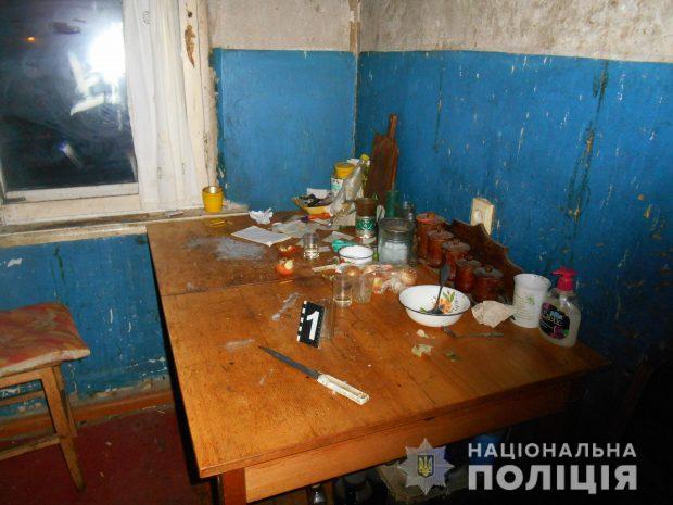 Под Харьковом в ходе пьянки женщина едва не зарезала мужчину