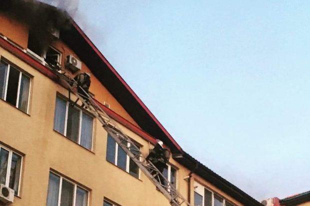 В Харькове горела шестиэтажка: мужчина получил ожоги лица