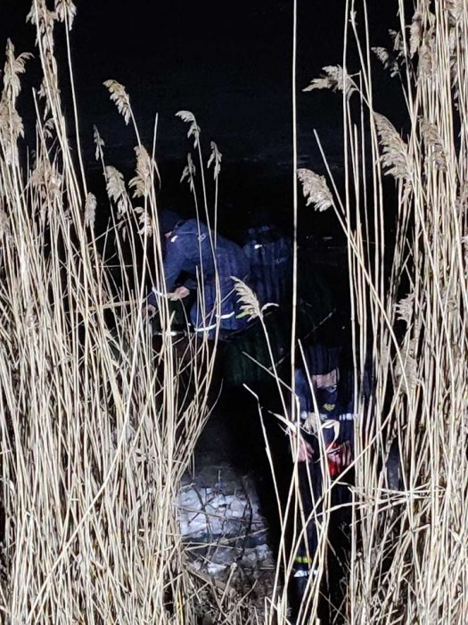 Под Харьковом под лед провалились трое детей: двое погибли, один спасли