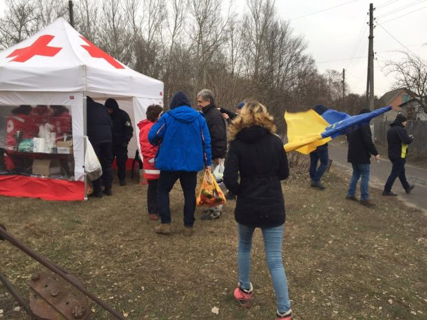 Автопробег в Новые Санжары: харьковчане не смогли передать продукты эвакуированным из Китая украинцам