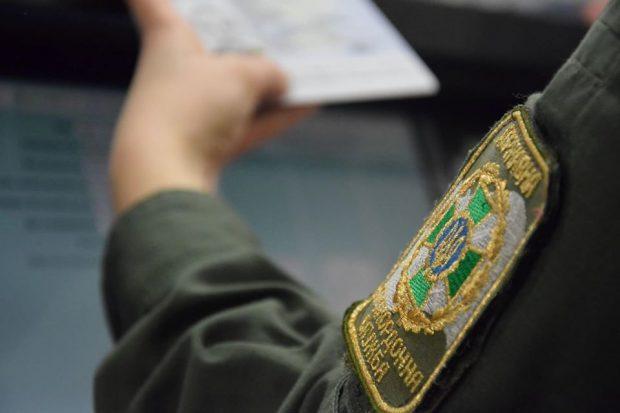 В Харьков прилетел студент из Нигерии с поддельной визой