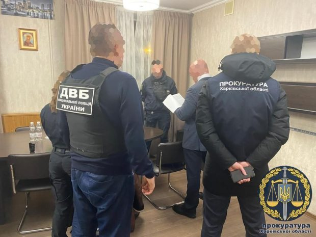 В Харькове патрульные получили взятку через мобильное приложение — прокуратура