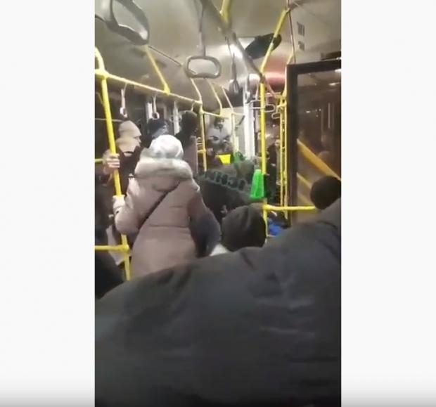 Харьковчане устроили драку в троллейбусе