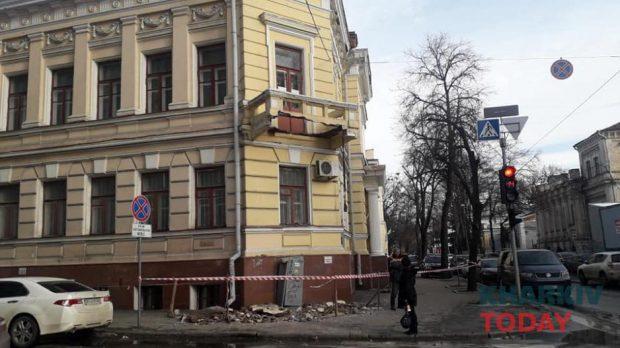 С фасада Харьковского художественного музея рухнул балкон