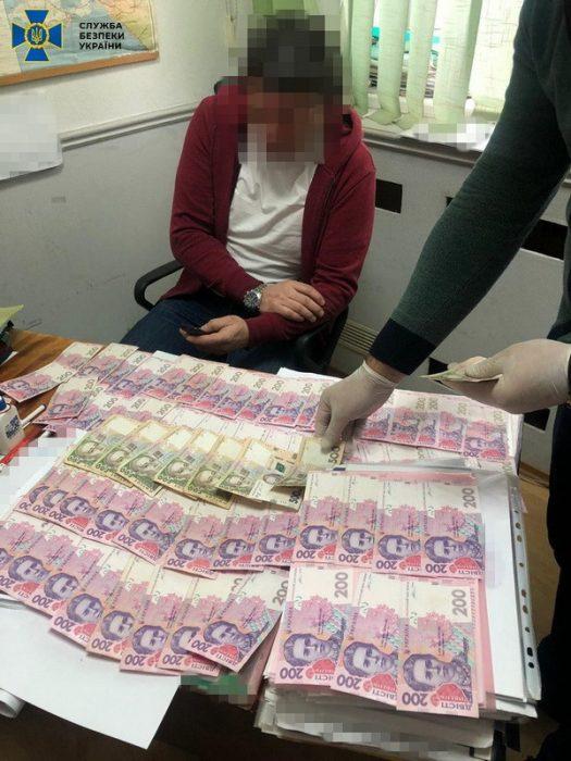 СБУ разоблачила на взятках чиновника Харьковских тепловых сетей