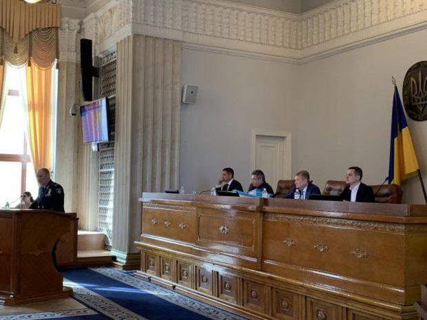 Во время сессии облсовета Кучер обратился к руководителю Нацполиции и прокурору области по поводу ночного дрифта
