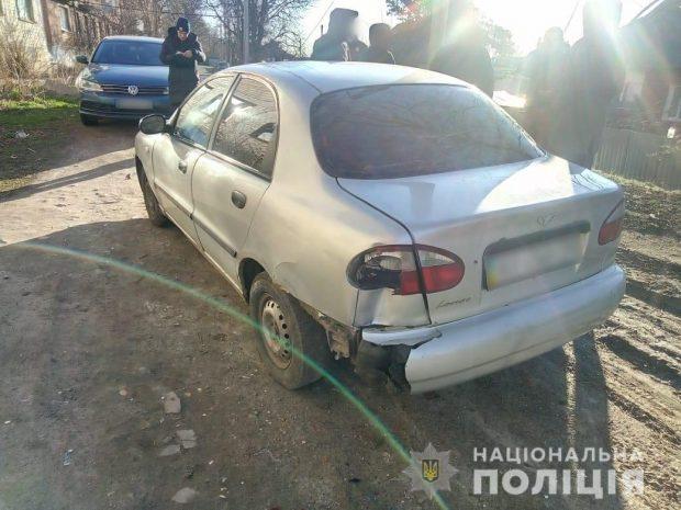 В Харькове двое пьяных, угрожая пистолетом, ограбили мужчину и угнали его автомобиль