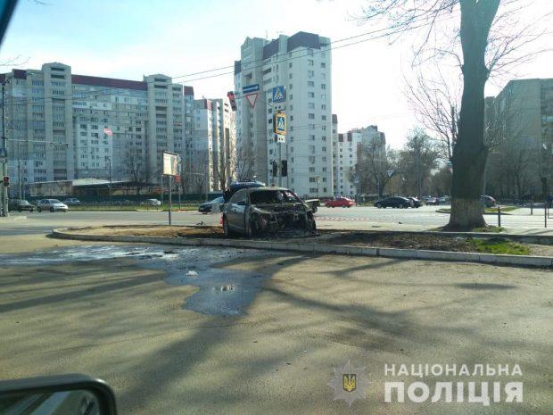 На Московском проспекте столкнулись две легковушки: один автомобиль в результате сгорел