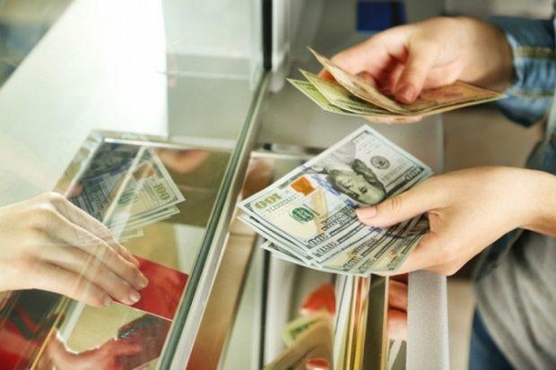 Приватбанк начал осуществлять обмен валют только онлайн