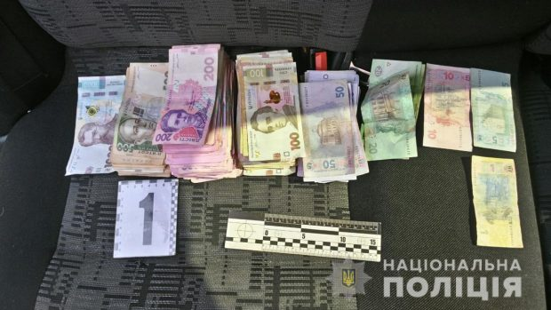 В Харькове у женщины украли сумку с большой суммой денег