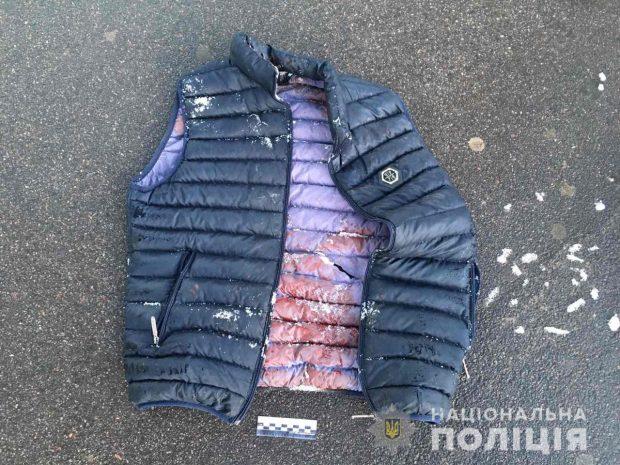 В Харькове мужчина вступился за женщину и получил два удара ножом
