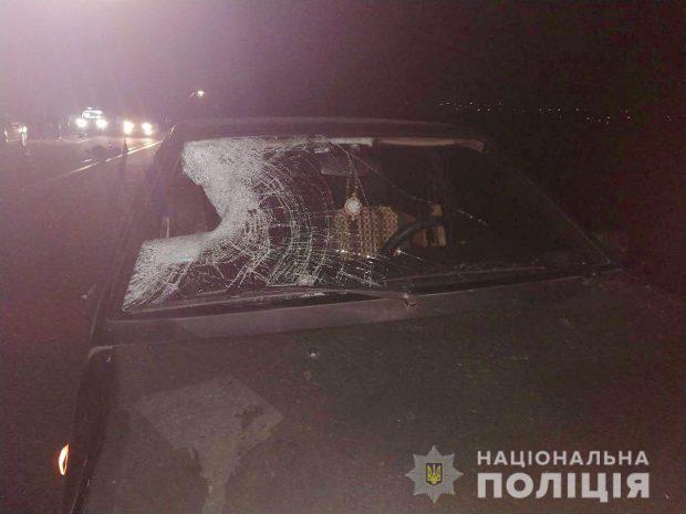 Под Харьковом мужчину сбил автомобиль и переехал грузовик
