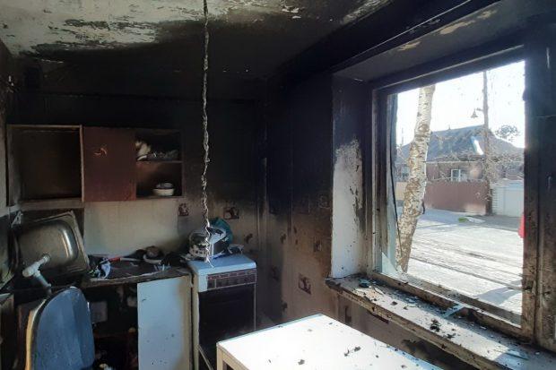 Под Харьковом в квартире жилого дома произошел взрыв и пожар: пострадал мужчина