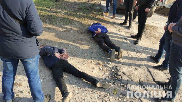 Перерезали горло и сожгли: полицейские задержали подозреваемых в жестоком убийстве (видео)