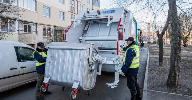 В городе пересмотрели график вывоза мусора и дезинфицируют контейнеры