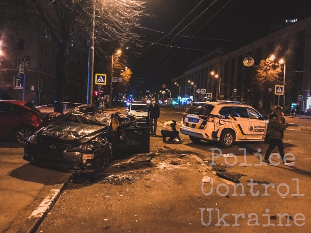 На проспекте Науки произошла авария при участии автомобиля полицейских: пятеро в больнице