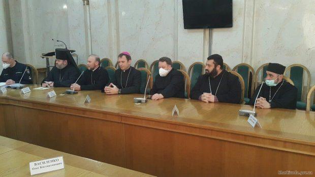Кучер призвал глав всех конфессий позаботиться о здоровье верующих