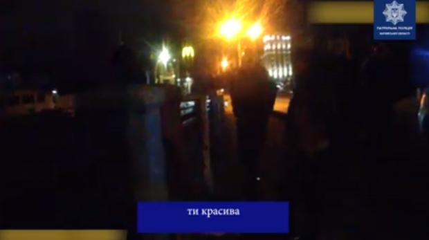 В Харькове патрульные спасли девушку, которая хотела прыгнуть с моста