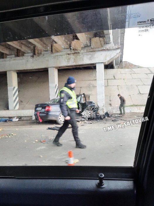 В Харькове автомобиль въехал в опорный столб моста: водитель погиб