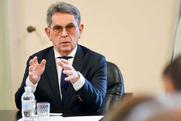 Министр здравоохранения призывает депутатов проголосовать за введение чрезвычайного положения в стране