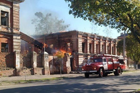 В Харькове подожгли бывшую кондитерскую фабрику