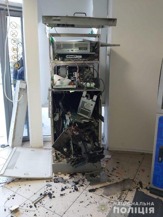 На Алексеевке взорвали банкомат и похитили около двух миллионов гривен: полиция задержала подозреваемых (видео)