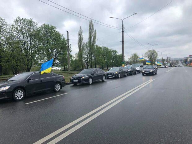 В Харькове прошел автопробег за открытие рынков