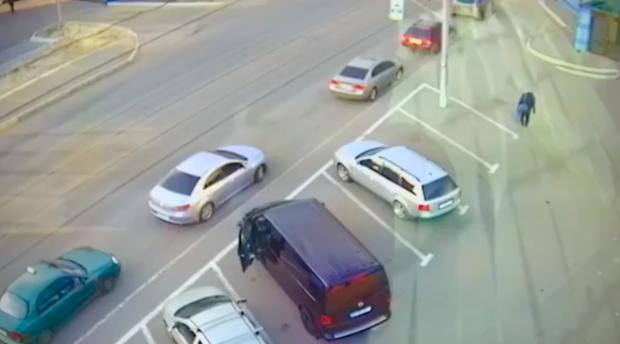В Харькове полицейский за откуп не заметил автоворов - ГБР (видео)