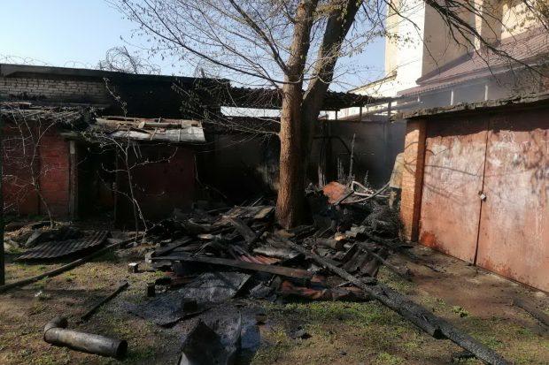Возле академии НГУ сгорел сарай