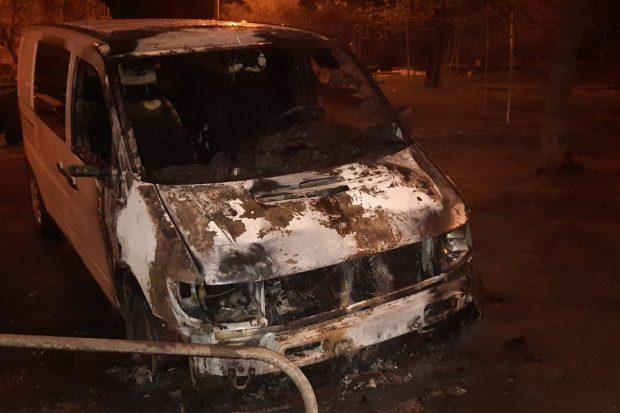 В Харькове ночью сгорело четыре автомобиля