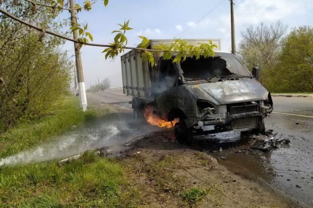Под Харьковом на дороге сгорела Газель Салтовского хлебзавода